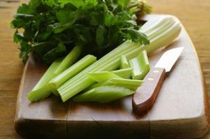 Рецепты и советы приготовления салатов и супов с использованием сельдерея
